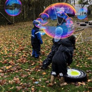 Børn_lære_om_science_gennem_lege_og_aktiviteter_med_sæbebobler_science_i_børnehøjde